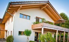 """Das """"Haus Afrika"""" besticht durch seine Alleinlage im gemütlichen Aussenbereich und wurde ohne Keller erbaut. Dem Bauherren war ein naturintegriertes Wohnen mit großzügigem Wohnraum und Wellnessbereich wichtig."""