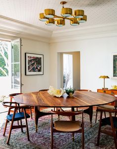 The dining table was custom made by Blackman Cruz. The 1960s chandelier was bought at an auction in London. (Photo: Trevor Tondro for The New York Times)