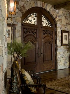 What an entrance! Entry Photos Old World Tuscan Mediterranean Design, Pictures, Remodel, Decor and Ideas - page 25 Italian Home Decor, Rustic Italian, Beautiful Front Doors, Tuscan House, Tuscan Garden, Front Door Design, Tuscan Decorating, Old World Decorating, Tuscan Style