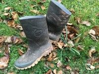 Looking for the best best rubber boots for farm work in We have made it easy for you. Here are our picks for bestselling men and women rubber boots for farm work. Kamik Men's Hunter Boot, The Original Muck Boots Scrub Boot Gardening Gloves, Gardening Tips, Garden Fountains, Fountain Garden, Good Morning Prayer, Rabbit Run, Garden Boots, Old Boots, Japanese Beetles