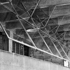 Butantã House, Paulo Mendes da Rocha and João de Gennaro © Nelson Kon Architecture Art Design, Architecture Details, Arched Windows, Windows And Doors, Lake Flato, Window Glazing, Window Detail, Industrial Interiors, Brutalist