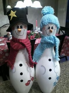 Bowling Ball Crafts, Bowling Ball Art, Bowling Pins, Snowman Crafts, Christmas Projects, Halloween Crafts, Holiday Crafts, Disney Christmas Decorations, Diy Christmas Ornaments