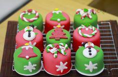 Todo el equipo de Mocka Arte en Azucar les desea una muy Feliz Navidad y esperamos que tengan un prospero 2016.  www.mocka.co  #mocka #pasteleria #cakeshop #bakery #pasteleriasbogota #cake #ponque #torta #pastel #ponquetematico #tortainfantil #navidad #christmas #artenazucar #cupcakes