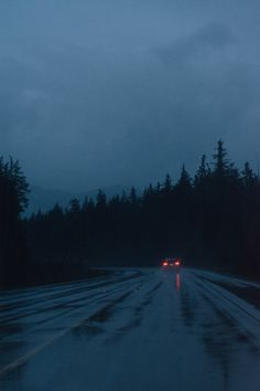 Find images and videos about nature, sky and dark on We Heart It - the app to get lost in what you love. Night Aesthetic, Blue Aesthetic, Aesthetic Photo, Ps Wallpaper, Wallpaper Animes, Dark Photography, Mysterious Photography, Landscape Photography, Pacific Coast Highway