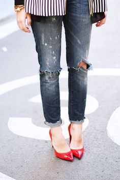 if I ever would wear jeans. Really Cute Outfits, Pretty Outfits, Shoe Pie, Preppy Fall Outfits, Turtleneck T Shirt, Red Pumps, Student Fashion, Shoes With Jeans, Fashion Outfits