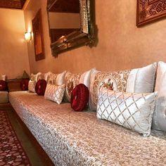 Diy Room Decor, Living Room Decor, Home Decor, Design Marocain, Arabic Decor, Diy Couch, Moroccan Interiors, Floor Seating, Traditional Decor