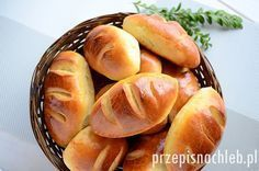 Bułki mleczne. Domowa wersja popularnych bułek mlecznych, które oryginalnie… Sweet Recipes, Healthy Recipes, Bread Bun, Bread And Pastries, Home Baking, Polish Recipes, Different Recipes, Bread Recipes, Food To Make