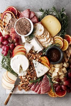 How to Put Together A Great Cheese & Charcuterie Board — Cooking with Cocktail Rings Cheese and charcuterie boards are an art form that involves much more than throwing some cheeses and crack Charcuterie Recipes, Charcuterie Plate, Charcuterie And Cheese Board, Cheese Boards, Cheese Board Display, Wooden Cheese Board, Party Food Platters, Cheese Platters, Appetizers For Party