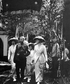 During the celebration of the 300th anniversary of the Romanov dynasty. (Left to Right) Grand Duchess Tatiana, Tsar Nikolaii II, Grand Duchesses Anastasia and Olga