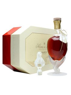 Hardy Noces de Perle Cognac : Buy Online - The Whisky Exchange - A beuatifully presented blend of 10 Grande Champagne cognacs, selected for a combination of elegance and richness, and aged for at least 30 years in Limousin oak. The decanter's pedestal is frosted...