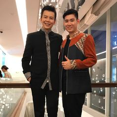 Introducing my new Brother from Malaysia. The tallest MC that I ever know so far ���� .. both of us are wearing #fersoun mens wear collection by @ferrysunarto  #mc #brother #show #celebrity #funny #party #latenight #birthdayparty #tall #dinner #dinnerparty #rareoccasion #blessed #kltrip http://tipsrazzi.com/ipost/1514606749544545850/?code=BUE9tBhAv46