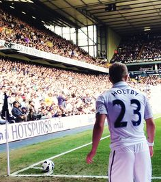 Lewis Holtby corner kick at White Hart Lane