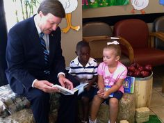 Today's #tbt is me participating in Reach out and Read in August of 2012.