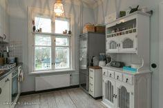 Myynnissä - Rivitalo, Kamppi, Helsinki:  #keittiö #astiakaappi