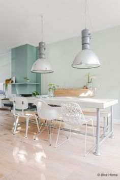 Eethoek inrichten woonkamer schilderen makeover Haarlem©BintiHome