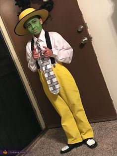 Angelique: My old son Sonny wanted to be Jim Carrey& The Mask for halloween. I purchased a kids white dress shirt, a black and white crazy looking tie, and pair. Baby Girl Halloween, Halloween Costumes Kids Boys, Mom Costumes, Halloween Costume Contest, Pop Culture Halloween Costume, Creative Halloween Costumes, Costumes For Boys, Couple Costumes, Disney Costumes