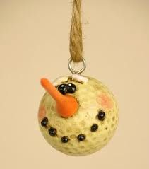 Golf Ball Crafts Golf Ball Snowman - I just happen to have a few golf balls laying around the house. Snowman Crafts, Snowman Ornaments, Diy Christmas Ornaments, Christmas Snowman, Christmas Projects, Winter Christmas, Holiday Crafts, Holiday Fun, Christmas Holidays