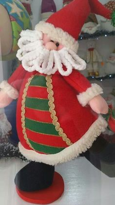 Santa tierno Father Christmas, Xmas, Christmas Decorations, Christmas Ornaments, Holiday Decor, Christmas Projects, Elf On The Shelf, Santa, Merry