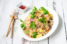 Japchae, Ramen, Easy Meals, Koti, Ethnic Recipes, Simple, Pineapple, Quick Easy Meals, Easy Dinners