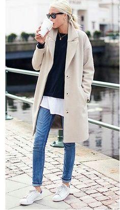 白系のチェスターコートで明るい印象に☆40代ファッションのアイデア!