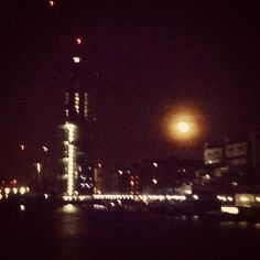 Full moon in Canary Wharf by manu10
