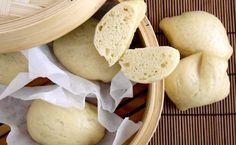 I mantou sono dei morbidissimi paninetti cinesi cotti interamente al vapore: vale la pena provarli almeno una volta!