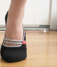 free crocheted mary jane slipper pattern for grown-ups! - Made these for myself last year and love them. I need like 5 more pairs. And I am considering making some black ones for when I take my heels off at work.