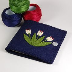 Love the color, specially navy blue on this Tulip Needle Case.