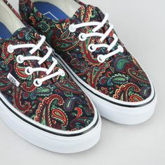 Kengät - Authentic Paisley Bison True White Bison, Vans Authentic, Paisley, Sneakers, Shoes, Fashion, Tennis, Moda, Slippers