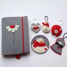 Whatsapp 0545 839 41 10 #kitapkılıfı#bookcover#bardakaltlığı#coaster#anahtarlık#papatya#kardanadam#snowman#winter#coffe#cup#felt#keçe#hediyelik#gift#cute#şirin Felt Crafts Diy, Felt Diy, Felt Wallet, Diary Decoration, Fabric Book Covers, Felt Case, Felt Decorations, Felt Ornaments, Fabric Dolls