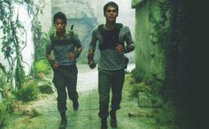Minho (Ki Hong Lee) and Thomas (Dylan O'Brien) running the maze