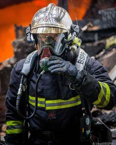 FEATURED POST   @pompiers_de_paris -   B. Vega / BSPP  Chaque semaine une sélection des plus belles photos de cette unité d'élite la Brigade de Sapeurs-Pompiers de Paris. Lorsque vous souhaitez reposter les photos du compte sur Instagram merci de mentionner la source dans votre description ! S'il s'agit d'une photo de la BSPP mentionnez leur compte officiel.  ___Want to be featured? _____ Use #chiefmiller in your post ... http://ift.tt/2aftxS9 . . CHECK OUT! Facebook- chiefmiller1 Periscope…