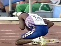 VIDEO: Derek Redmond and father finish Olympic Race after he tears a hamstring.  What a DAD!