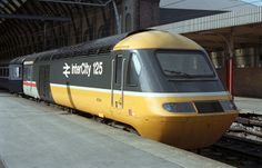 HST power car no. 43104 stands at King's Cross station in wearing what was then a new livery scheme. Electric Locomotive, Diesel Locomotive, Interesting Photos, Cool Photos, Uk Rail, National Rail, Station To Station, Flying Scotsman, Rule Britannia