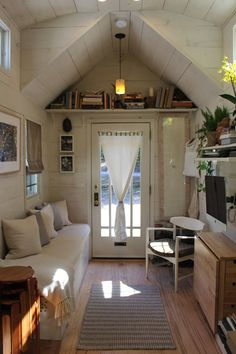 """""""Tiny Hall House"""" DIY Tiny House in New England Tiny House Movement // Tiny Living // Tiny House on Wheels // Tiny House Living Room // Tiny Home Couch // Tiny Home // Architecture // Home Decor Tiny House Plans, Tiny House On Wheels, Tiny House Shed, Minimaliste Tiny House, Shed Decor, Hall House, Grandma's House, Casas Containers, Shed Homes"""
