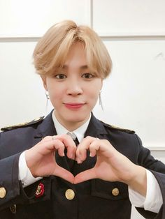 Image shared by Cancino. Find images and videos about kpop, bts and jimin on We Heart It - the app to get lost in what you love. Bts Jimin, Bts Bangtan Boy, Park Ji Min, Taehyung, Busan, K Pop, Wattpad, Yoonmin, Bts Photo