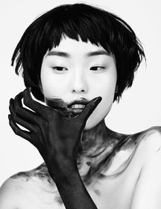 Yue Han by Josh Filauri for Willy Live Jan 2016 Face Drawing Reference, Human Poses Reference, Pose Reference Photo, Art Poses, Drawing Poses, Photo Portrait, Portrait Photography, Fashion Photography, Kreative Portraits