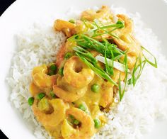 Curried prawns This classic flavour-packed meal provides a quick family dinner that can be on the table in less than 30 minutes. Packed full of protein and wonderful spices, it ticks all the taste and nutrition boxes. Prawn Dishes, Salmon Dishes, Fish Dishes, Seafood Dishes, Pasta Dishes, Seafood Platter, Curry Dishes, Prawn Recipes, Curry Recipes