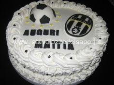 torta con cialda winx e rose di panna http://www ... - Decorazioni Torte Juventus