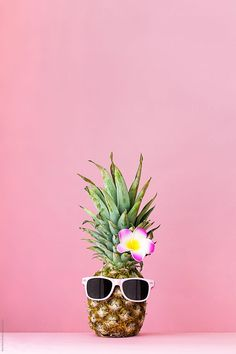 ▷ 1001 + ideas for cute wallpapers that bring the summer vibe pineapple with sunglasses, pink flower, cute backgrounds for girls, pink background Cute Backgrounds For Girls, Cute Computer Backgrounds, Cute Wallpaper Backgrounds, Aesthetic Iphone Wallpaper, Wallpaper Ideas, Iphone Wallpaper Pineapple, Pineapple Backgrounds, Cute Summer Wallpapers, Cute Wallpapers