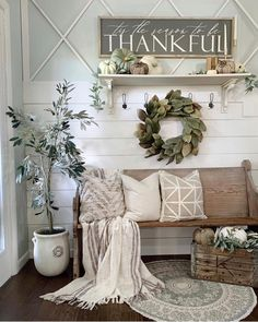 fall home decor Farmhouse fall foyer decor. Get inspired to makeover the entryway of your home and add a charming fall style. Fall Home Decor, Autumn Home, Diy Home Decor For Apartments, Small Apartments, Small Spaces, Diy Décoration, Easy Diy, My New Room, Entryway Decor