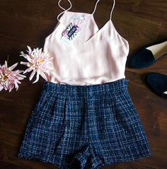 Feeling fall in these navy tweed shorts and faux suede cami in pink nude.      #pippaandpearl #fashion #fashionista #fashionblogger #fall #fallfashion #style #winter #shorts #tweed #ootd #outfitoftheday #mondayblues