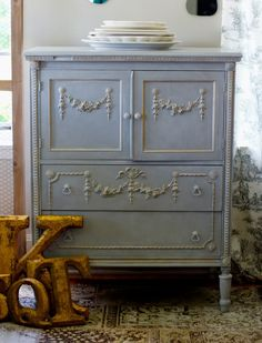 Paris Grey and Old White Chalk Paint® Frottage | Project by Annie Sloan Stockist Me and Mrs. Jones