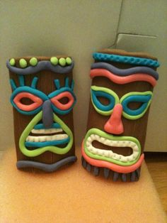 Fondant Tiki Masks These will be going on top of the Luau cake I'm making this week for my daughter's birthday. Aloha Party, Tiki Party, Luau Party, Beach Party, 50th Birthday Themes, Birthday Bbq, Birthday Cakes, Birthday Ideas, Birthday Parties