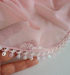 Kızının Çeyizine Koy Gören Hayran Kalsın En Şık Yazma Kenarı Tığ İşi Oya Modelleri Crochet Chain, Knit Crochet, Smoky Eye Makeup, Designs For Dresses, Old Shirts, Vintage Floral, Needlework, Floral Prints, Sewing