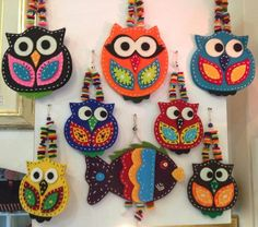 hand crafted felt owl ornaments ... Scrap Fabric Projects, Sewing Projects For Kids, Felt Birds, Felt Owls, Needle Felting, Needle Felted Animals, Art Club Projects, Patchwork, Owl Quilts