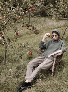 Autumn inspiration for you on this cool Monday with the typical English fashion brand Cabbages And R Photographie Portrait Inspiration, Fashion Photography Inspiration, Editorial Photography, Portrait Photography, Fashion Shoot, Look Fashion, Fashion Brand, Editorial Fashion, Fall Inspiration