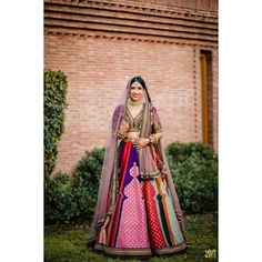 2019 Sabyasachi Charbagh Bridal Lehenga collection has a bunch of traditional red wedding lehengas, some gorgeous destination wedding outfits + lots more. Sabyasachi Lehenga Cost, New Lehenga, Gold Lehenga, Sabyasachi Bride, Green Lehenga, Bridal Lehenga Choli, Indian Lehenga, Lehenga Color Combinations, Summer Wedding Outfits