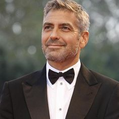 George Clooney - A throwback to the cool old Hollywood stars. Gorgeous, funny, loyal, intelligent, not afraid to speak his mind because he can back it up! Old Hollywood Stars, Hollywood Actor, George Clooney Birthday, George Clooney Haircut, Gravity Falls, Granny Look, Famous Atheists, Beautiful Men, Beautiful People