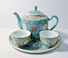 VINTAGE MON SHOU 5 pc CHINESE TEA SET FAMILLE BLUE Teapot w/Lid, 2 Cups, Tray Chinese Tea Set, Chinese Dinner, Dinner Ware, Cute Polymer Clay, Tea Sets, Good Company, Spoons, Teapot, Tea Time